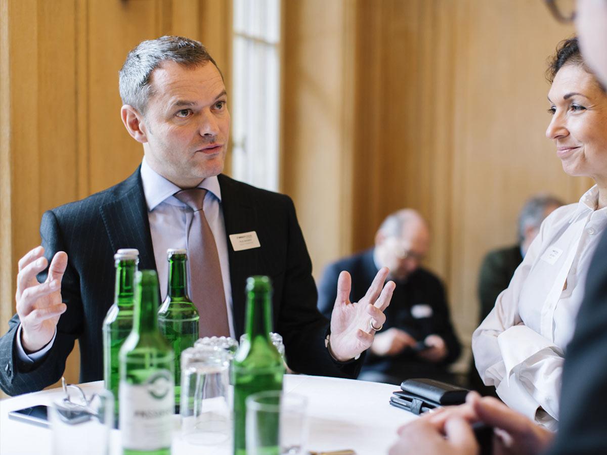 Diskussion und Austausch zwischen Teilnehmern des 3rd Impact Forum Liechtenstein - IPR Consulting Establishment